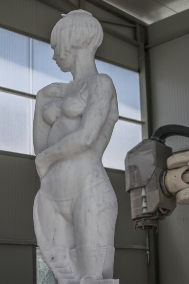 ScultoRob – Carving Marble