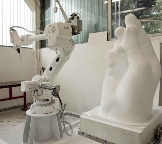 ScultoRob – Carving Styrofoam