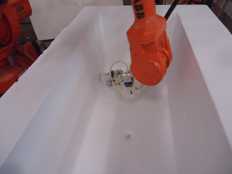 Sanding Solid Surface Bath tub